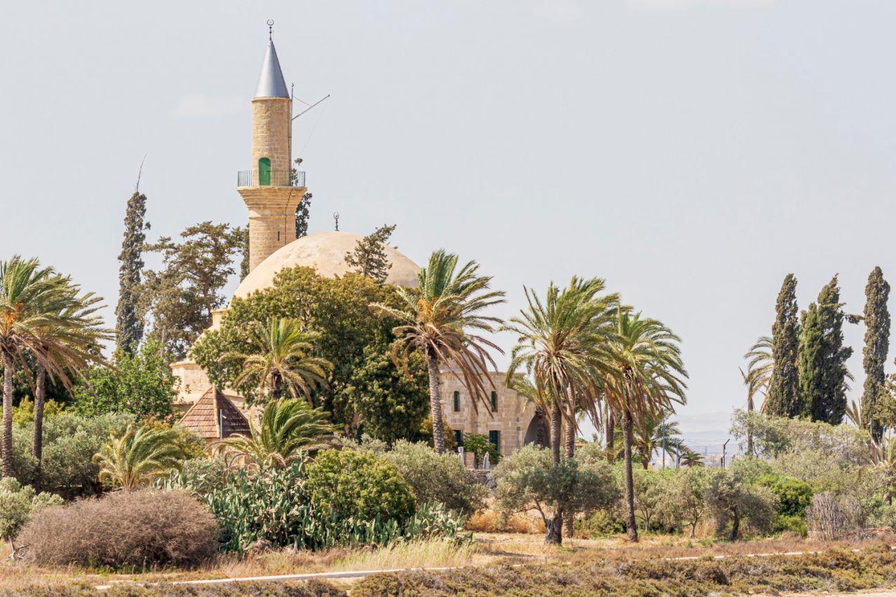 Hala Sultan Tekke, che è una moschea di grande importanza per il mondo musulmano