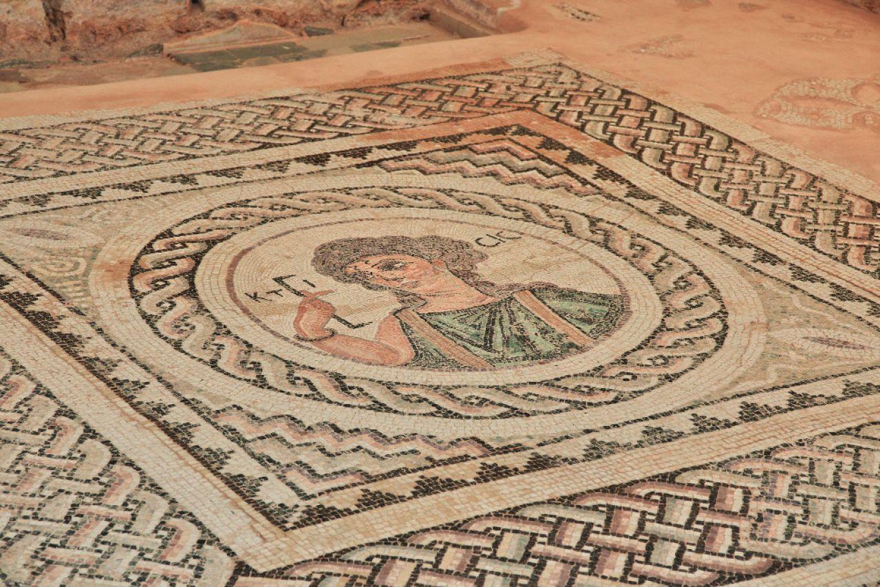 多年后,帕福斯考古博物馆向公众敞开大门